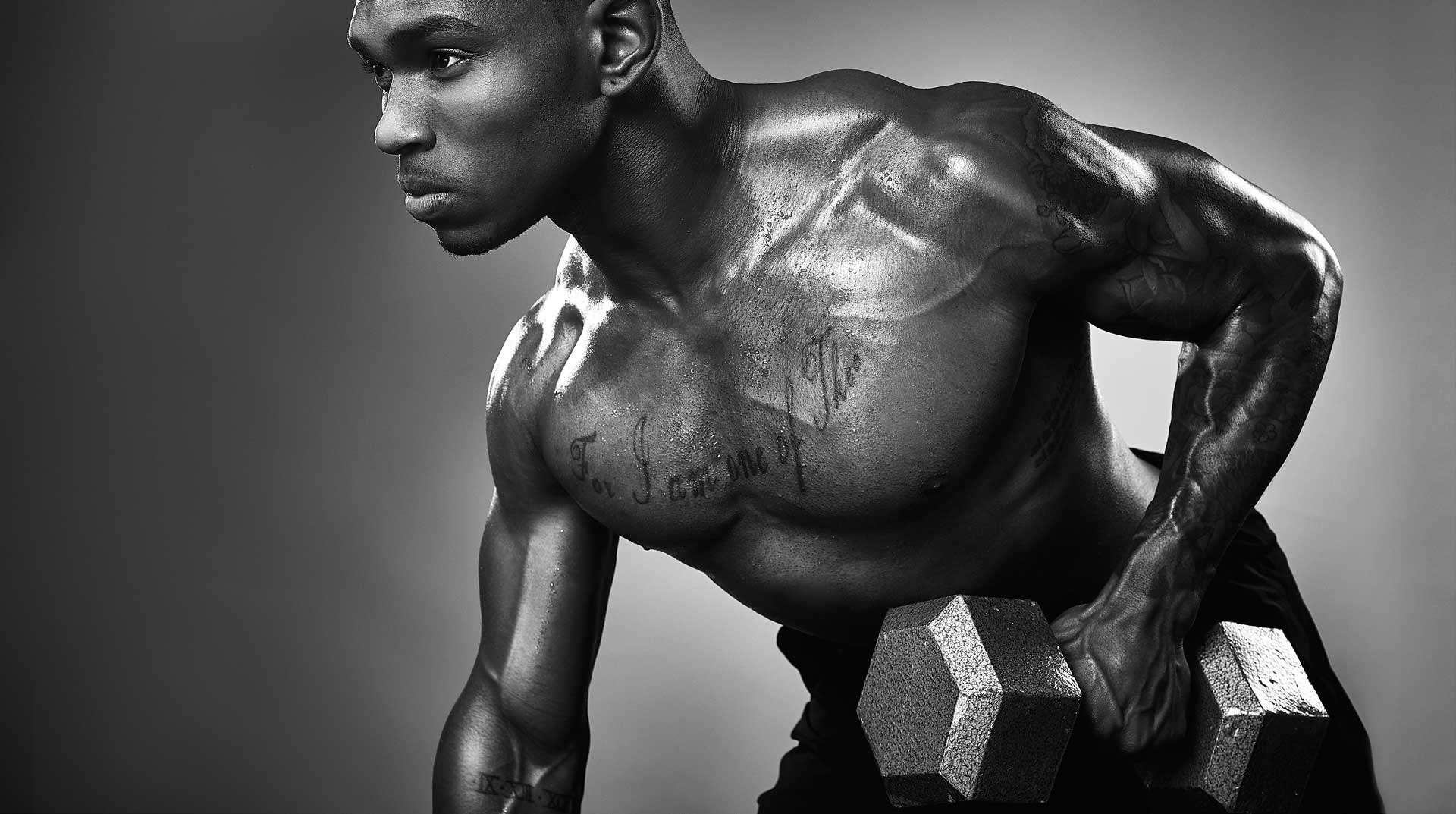 Personal trainer lifts dumbbell. Black and white photo by Antonio Carrasco